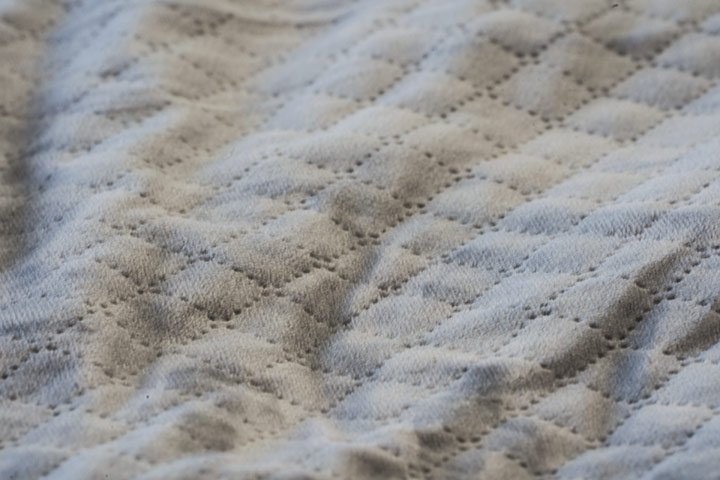 BlanQuil weighted blanket review, close up of the quilted texture
