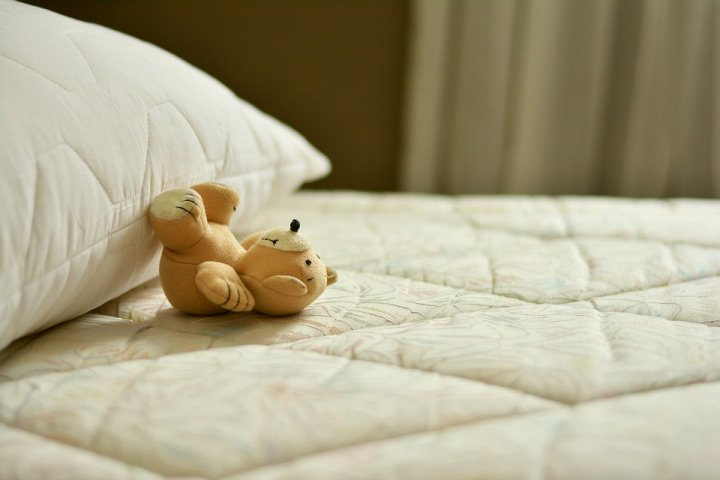 Read more about the article Hybrid Vs Memory Foam Mattresses: What Should You Go For?
