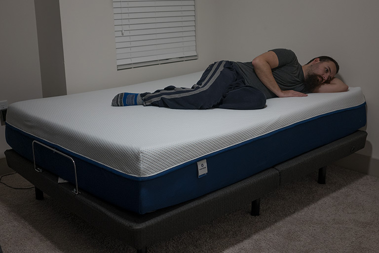Man demonstrates side sleeping on AS3 Hybrid mattress