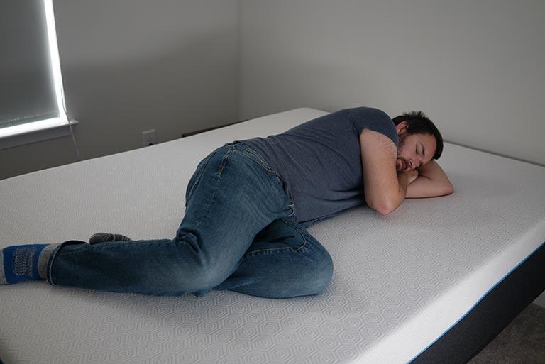 Man demonstrates side sleeping on the Bear Pro
